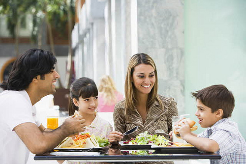 Partager les repas avec les enfants